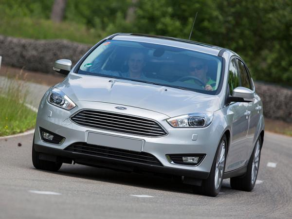 Отличительная черта обновленного Ford Focus – узкая решетка радиатора