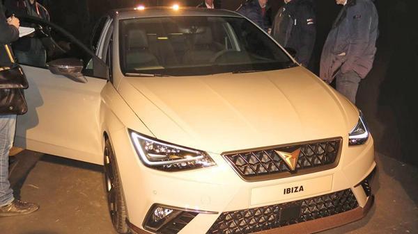 Новый Seat Ibiza Cupra засняли без камуфляжа
