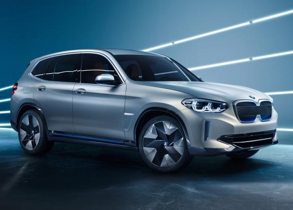 BMW X3 стал электромобилем