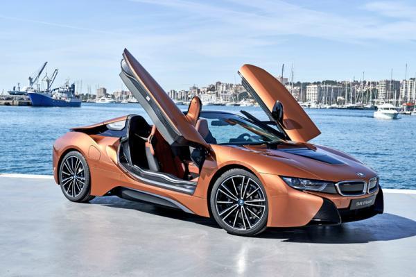 BMW i8 Roadster: стильный и экономичный