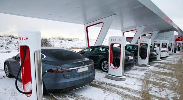 В Украине появятся зарядные станции Tesla Supercharger