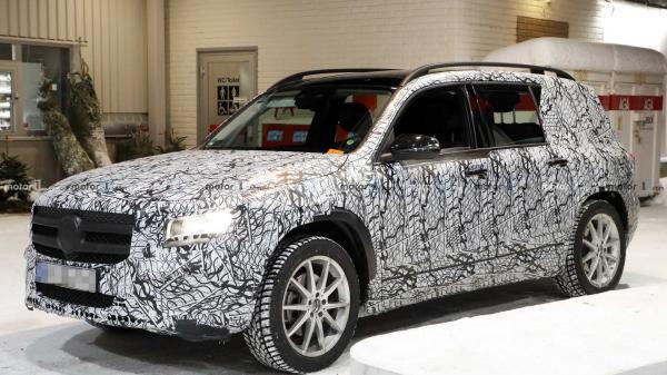 Новый вседорожник Mercedes-Benz засняли на тестах