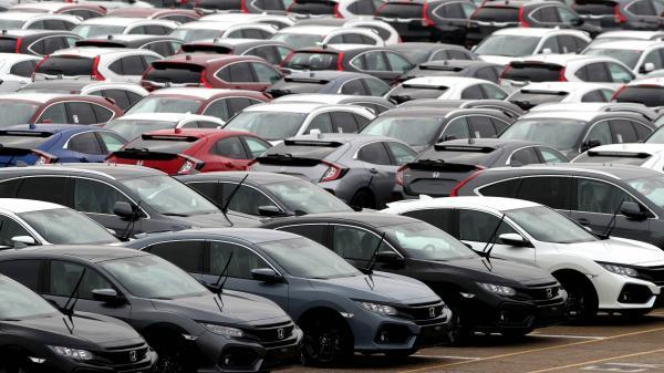 Рынок новых автомобилей в январе серьезно упал