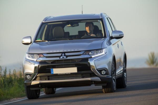 Mitsubishi Outlander, Nissan X-Trail и Toyota RAV4: соревнование японских вседорожников