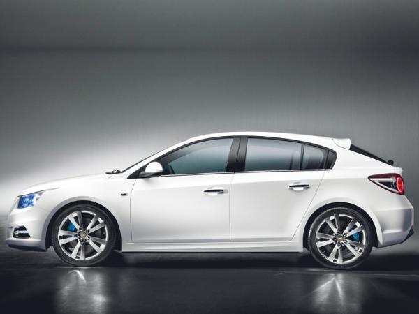 2011 год: в ожидании новых премьер. Chevrolet Cruze Hatchback, Chevrolet Aveo Sedan