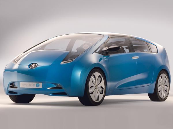 2011 год: в ожидании новых премьер. Toyota Prius Alpha