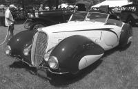 Колесные арки кабриолетов от Figoni et Falaschi закрывались декоративными накладками, что придавало автомобилю целостный и, одновременно, фантастический вид