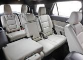 Как второй, так и третий ряд сидений рассчитаны на взрослых пассажиров