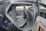 Задние места Nissan Teana дарят обитателям комфорт и простор, диван полноценный трехместный