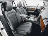 В базовой версии передние сиденья обшиты кожей и оснащены электроприводом