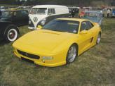 Pontiac Fiero (сверху) и он же в пластиковой оболочке Ferrari (снизу)