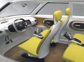 Спереди и сзади установлены два отдельных кресла