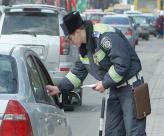 Инспекторы ГАИ, имеющие специальные звания, имеют полное право выписывать штраф на месте нарушения