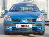 Clio 2001 года отличается измененными передними фарами и разделенной пополам радиаторной решеткой