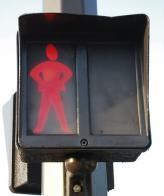 Вообще же, человечки на светофорах бывают самые разные, и в каждой стране к их изображению подходят по-своему