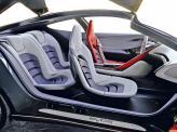 Водительское кресло обшито красной кожей, остальные - белой