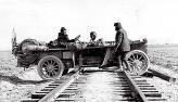 В сибирской непролазной грязи единственным направлением были железнодорожные пути