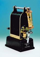Первое магнето 1887 года, созданное по заказу фирмы Deutz для стационарных промышленных двигателей. Этот аппарат стал первым шагом Боша на пути к известности и славе