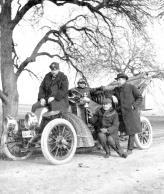 Роберт Бош часто сам лично принимал участие в автогонках и усиленно привлекал к ним своих соратников, потому что он очень любил побеждать