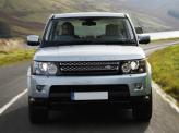 Строгая решетка радиатора и прямоугольные фары – фамильные черты Range Rover Sport