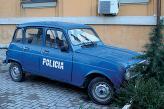 Например, в Албании, абсолютно не заморачиваются по поводу раскраски полицейских автомобилей