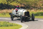Французский спортивный автомобиль марки DFP, в двигателе которого Бентли заменил поршни из чугуна сплавом алюминия и меди