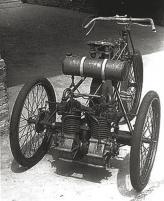 В 17 лет Бугатти построил свой первый автомобиль Type 1 – простую трехколесную моторную повозку, на которую установил сразу несколько одноцилиндровых двигателе