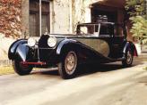 Рядный 8-цилиндровый 350-килограммовый силовой агрегат Bugatti Royale имел объем почти 13 л и развивал 300 л. с., что позволяло автомобилю спокойно оставлять позади любого соседа по дороге, ведь разгоняться он мог до 200 км/ч