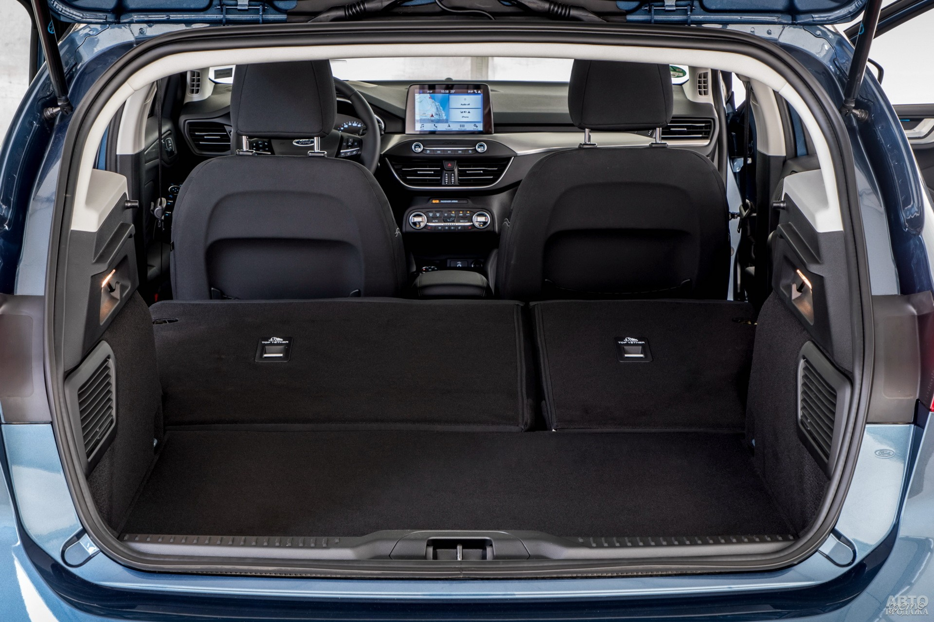 Объем багажника Ford– 341 л