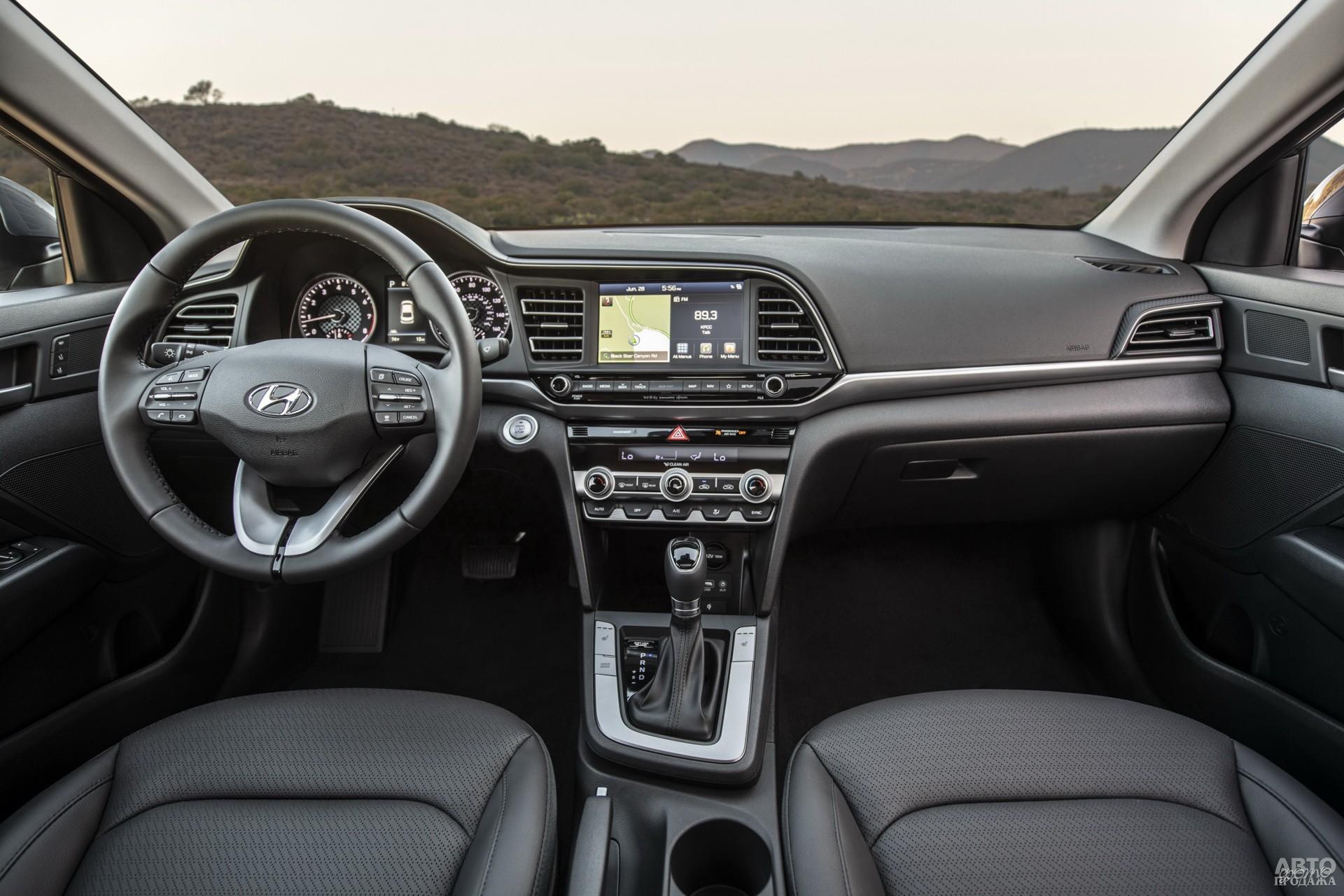 Центральная панель Hyundai повернута к водителю