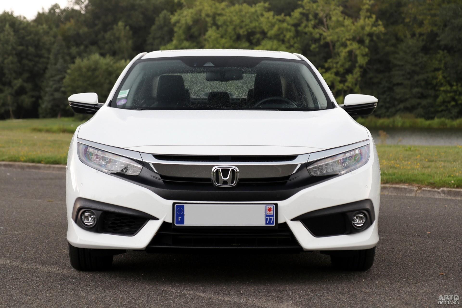 Фары Honda_Civic прикрыты хромированными «бровями»
