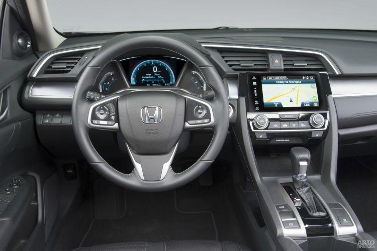 Приборная панель Honda разделена на три секции