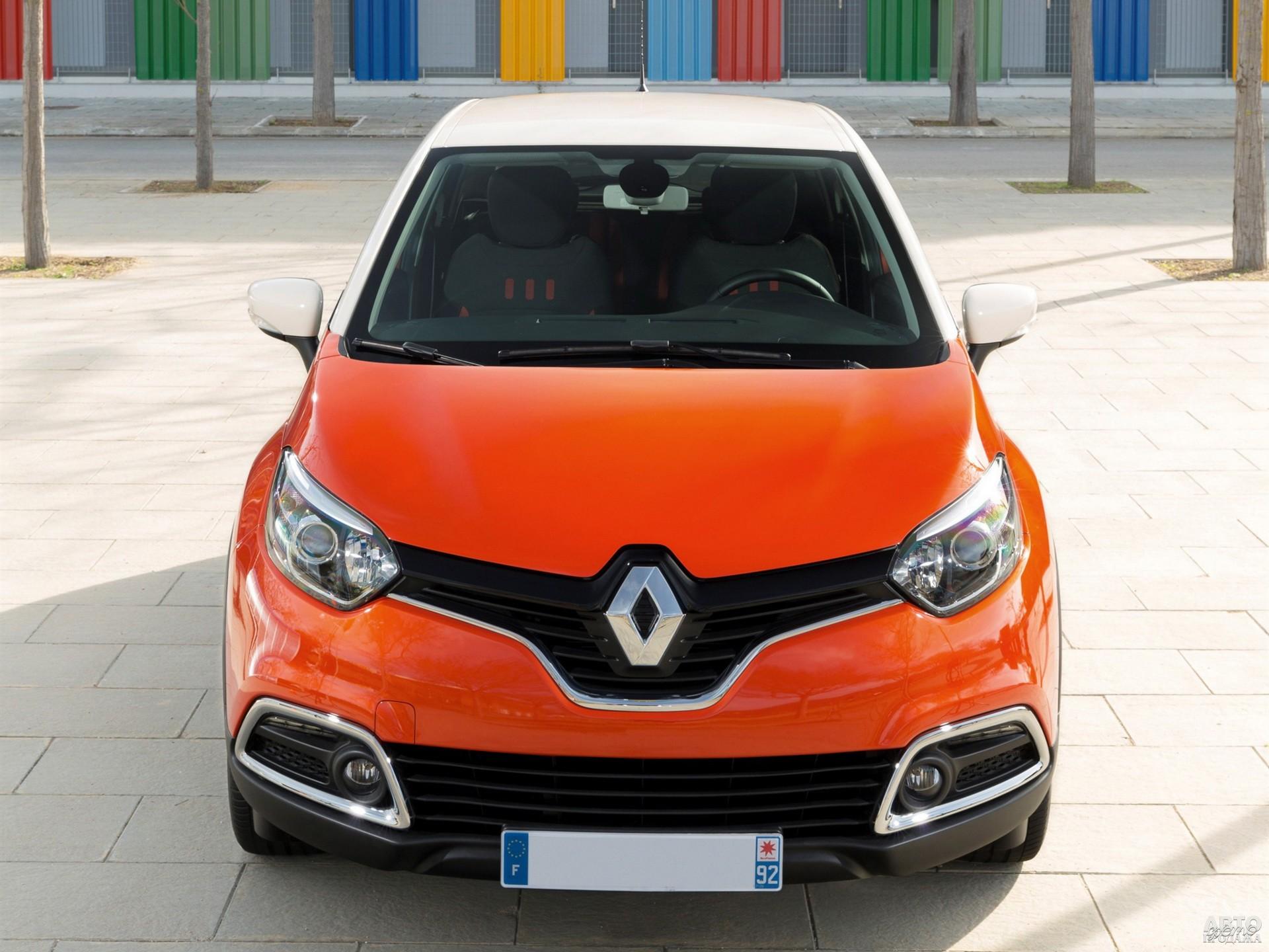 По центру радиаторной решетки Renault_Captur – огромный логотип марки