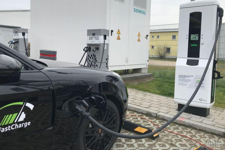 Парковки в Украине обязали оснащать станциями зарядки электромобилей