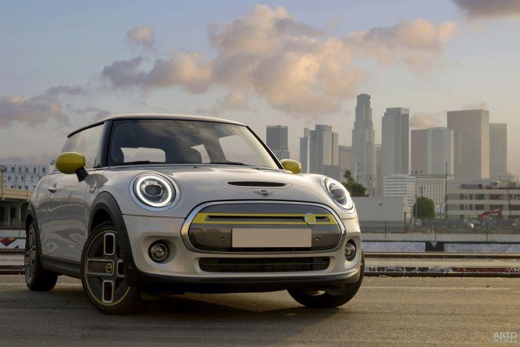 Mini Cooper SE: курс – на электрификацию