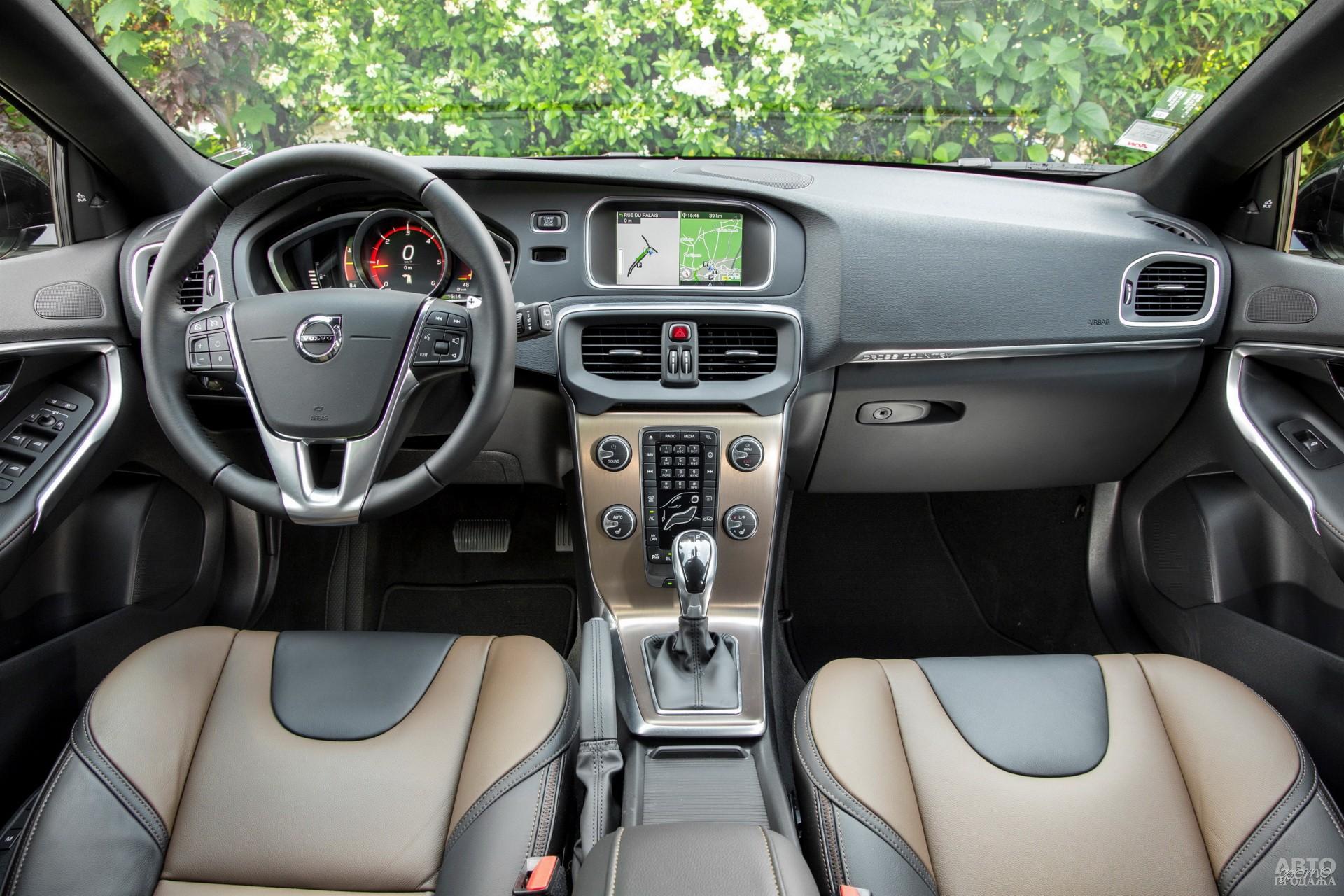 Показания приборов Volvo выведены на экраны