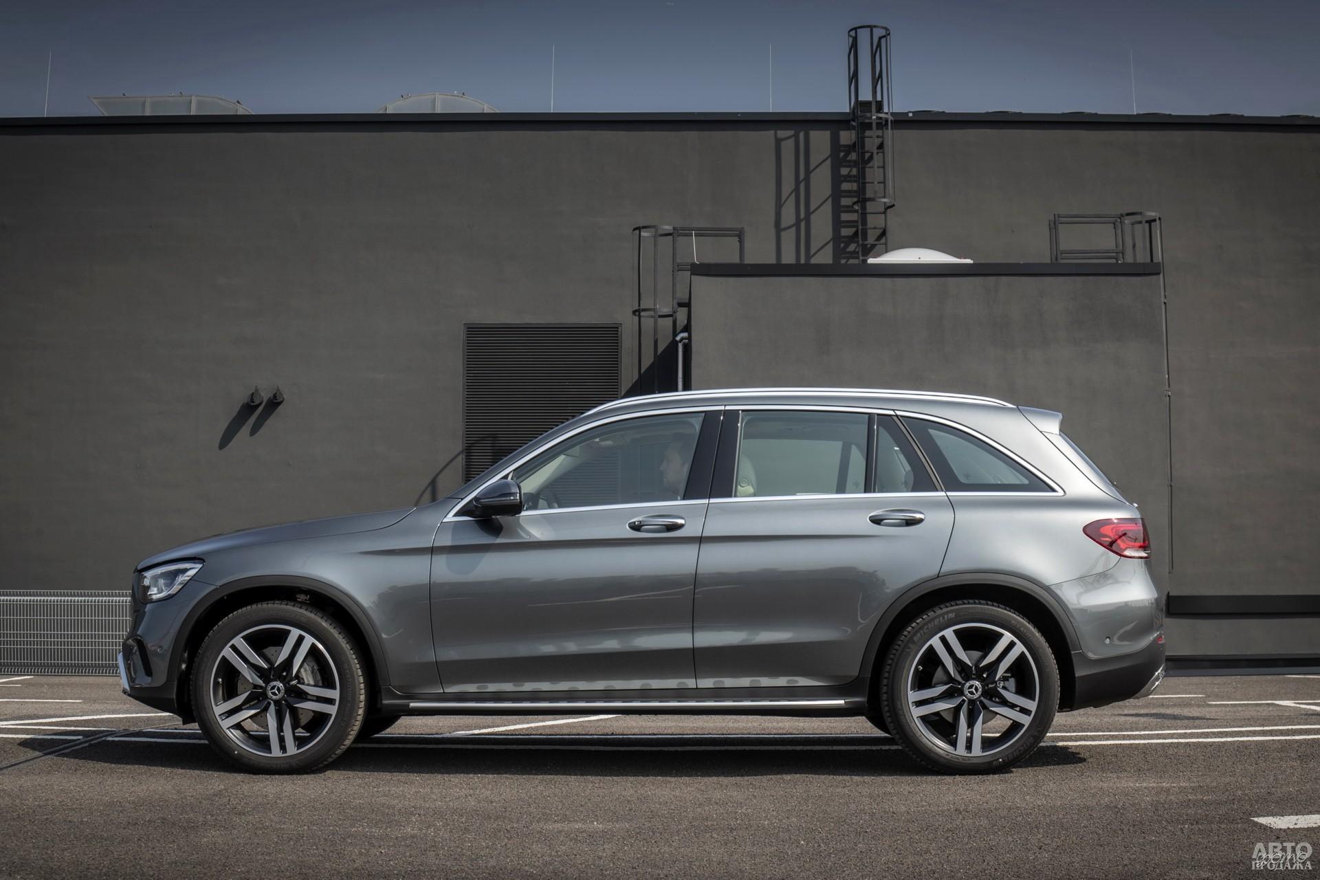 У Mercedes-Benz самая большая колесная база – 2873 мм