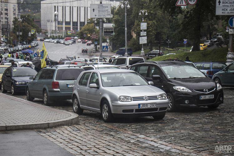 В Украине вступили в силу штрафы за нерастаможенные авто