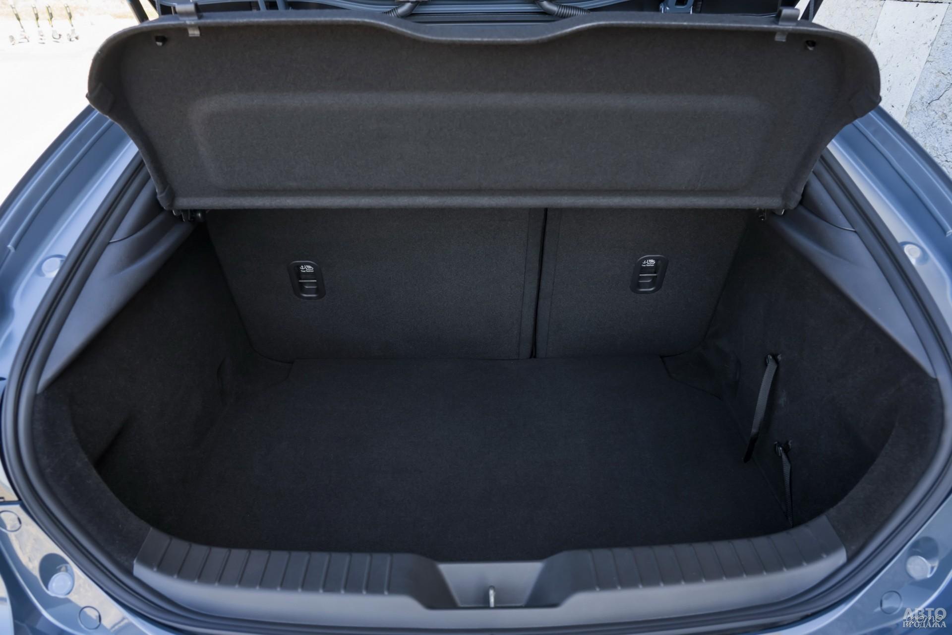Объем багажника Mazda – 398 л