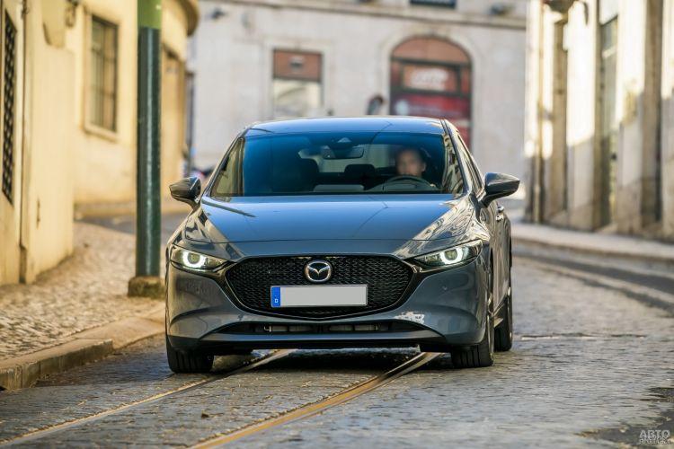 Mazda 3, Peugeot 308 и Skoda Scala: новички С-класса против старожила