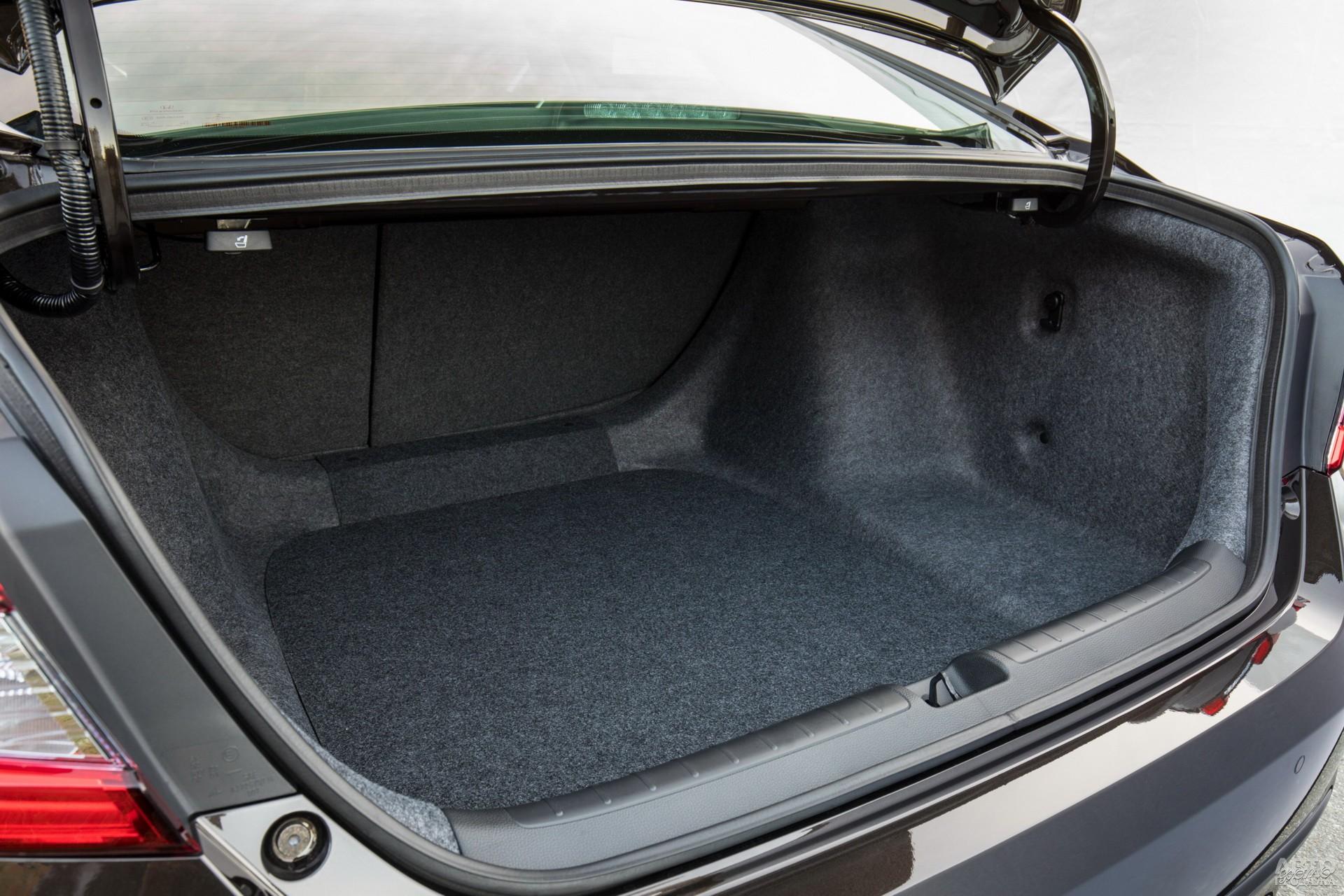 Объем багажника Honda – 473 л