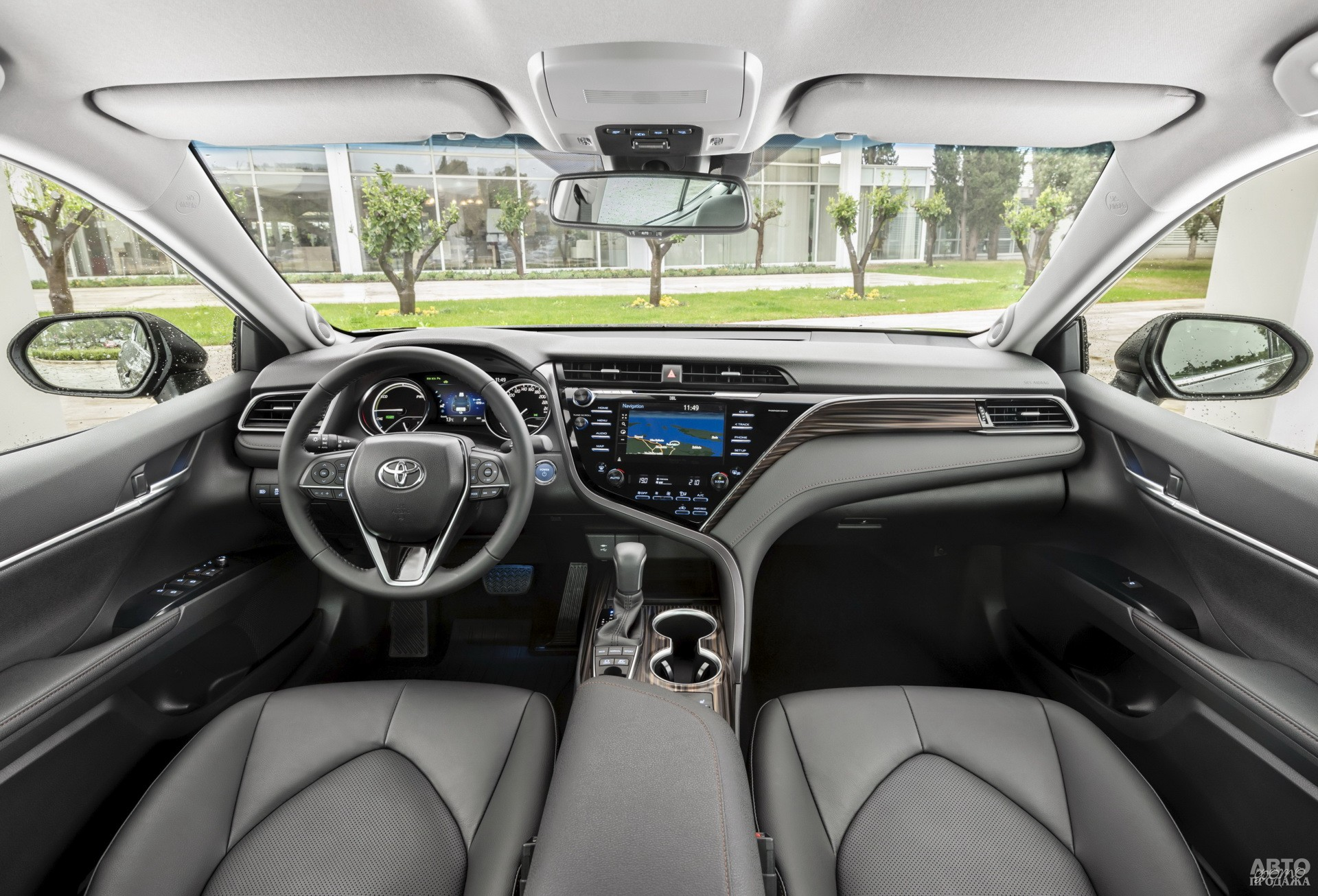Центральная панель Toyota стала ассиметричной