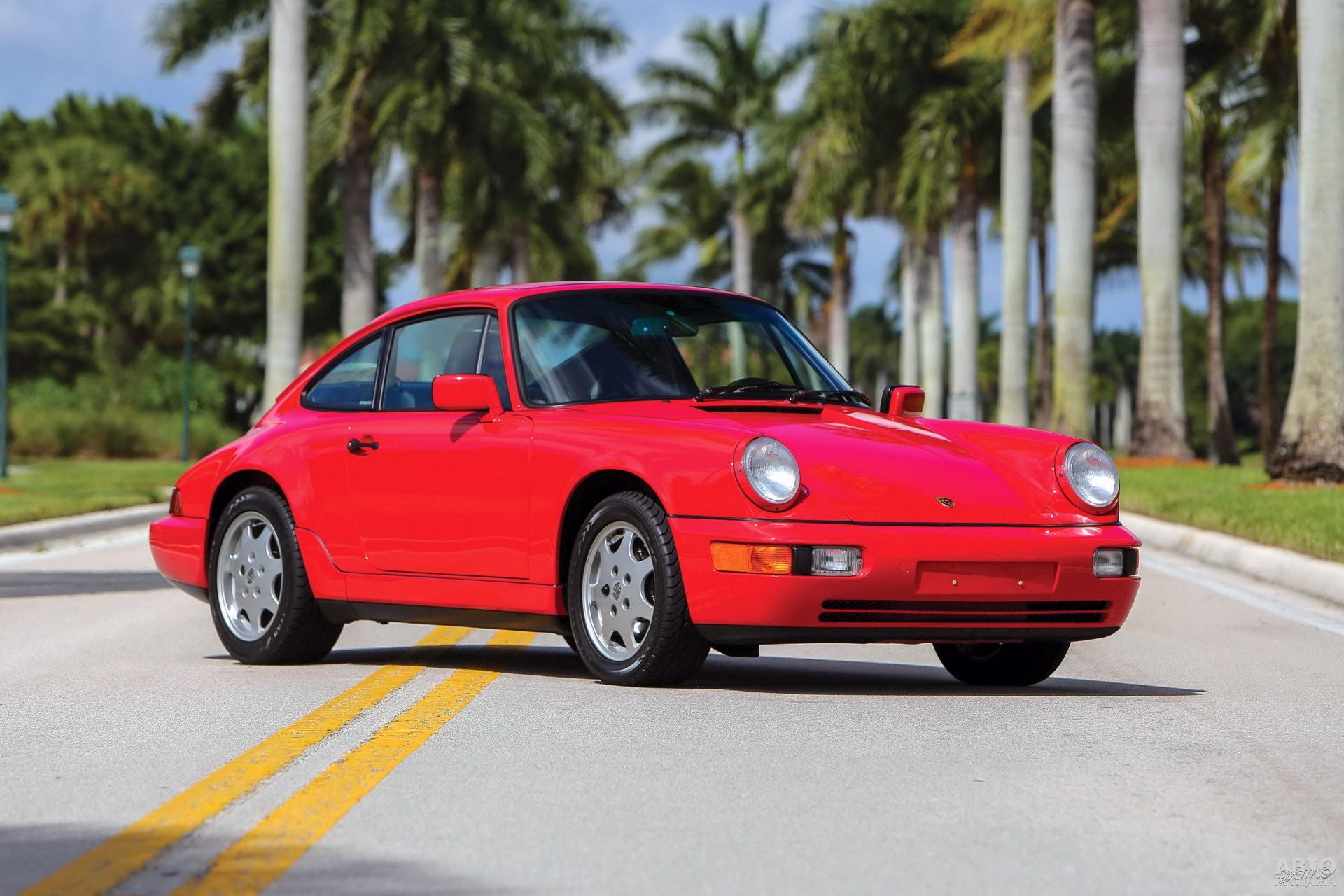 Новое поколение 911 1989 года получило полный привод, ABS и усилитель руля