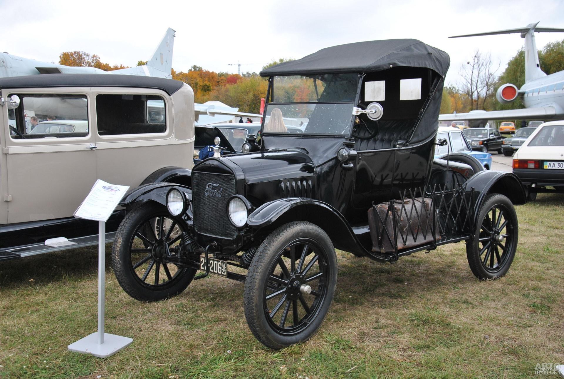 Ford T 1923 года - старейший автомобиль на фестивале