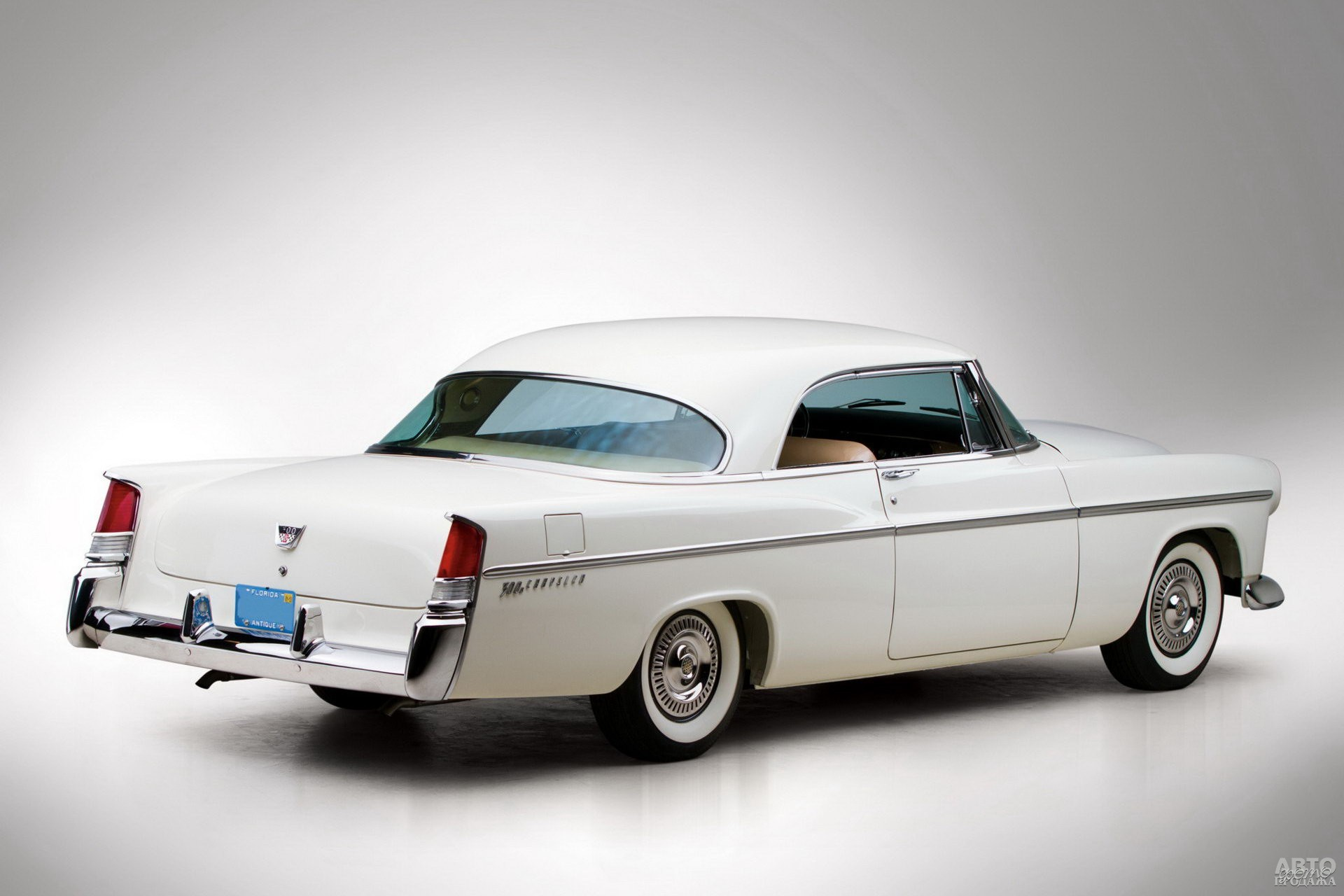 Chrysler 300B отличался задними «килями»