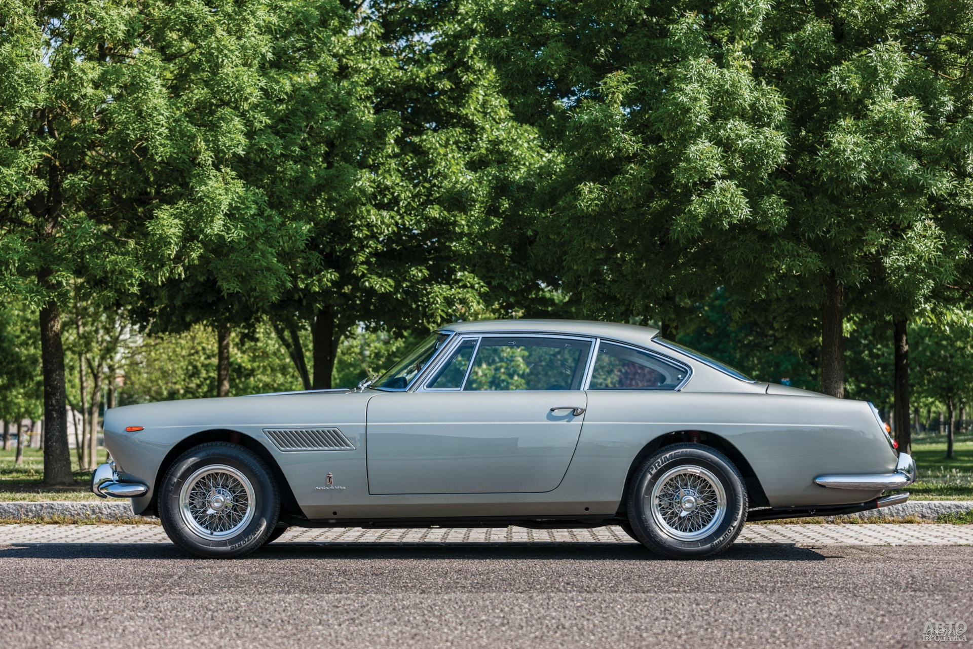 Ferrari 250 GT/E 2+2 1960 года – первая четырехместная модель итальянской марки