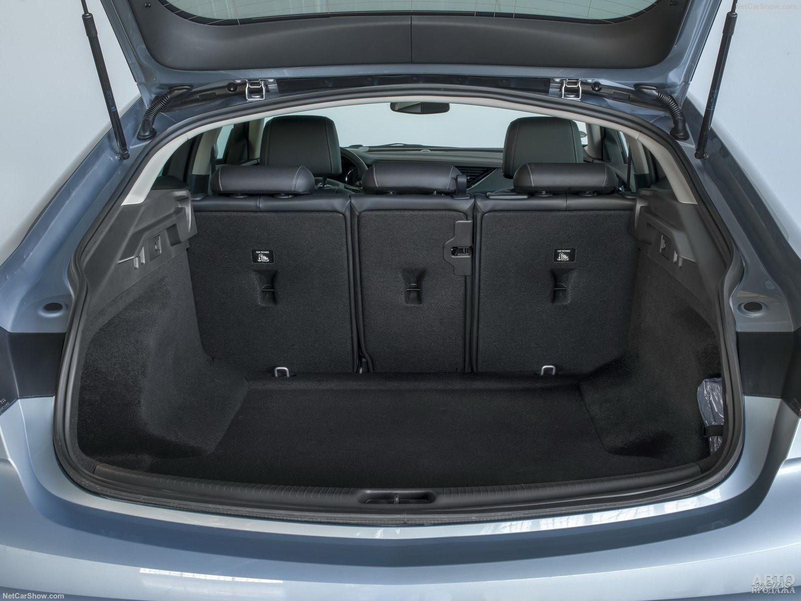 Объем багажника Opel – 490 л