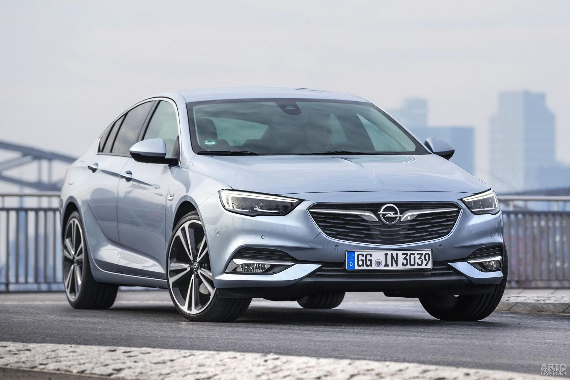 Широкая решетка радиатора Opel_Insignia напоминает улыбку
