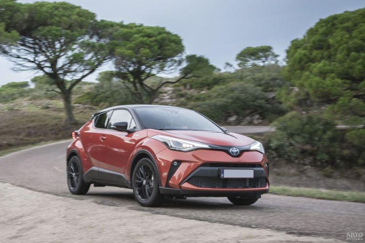 Toyota C-HR: стильный и экономичный