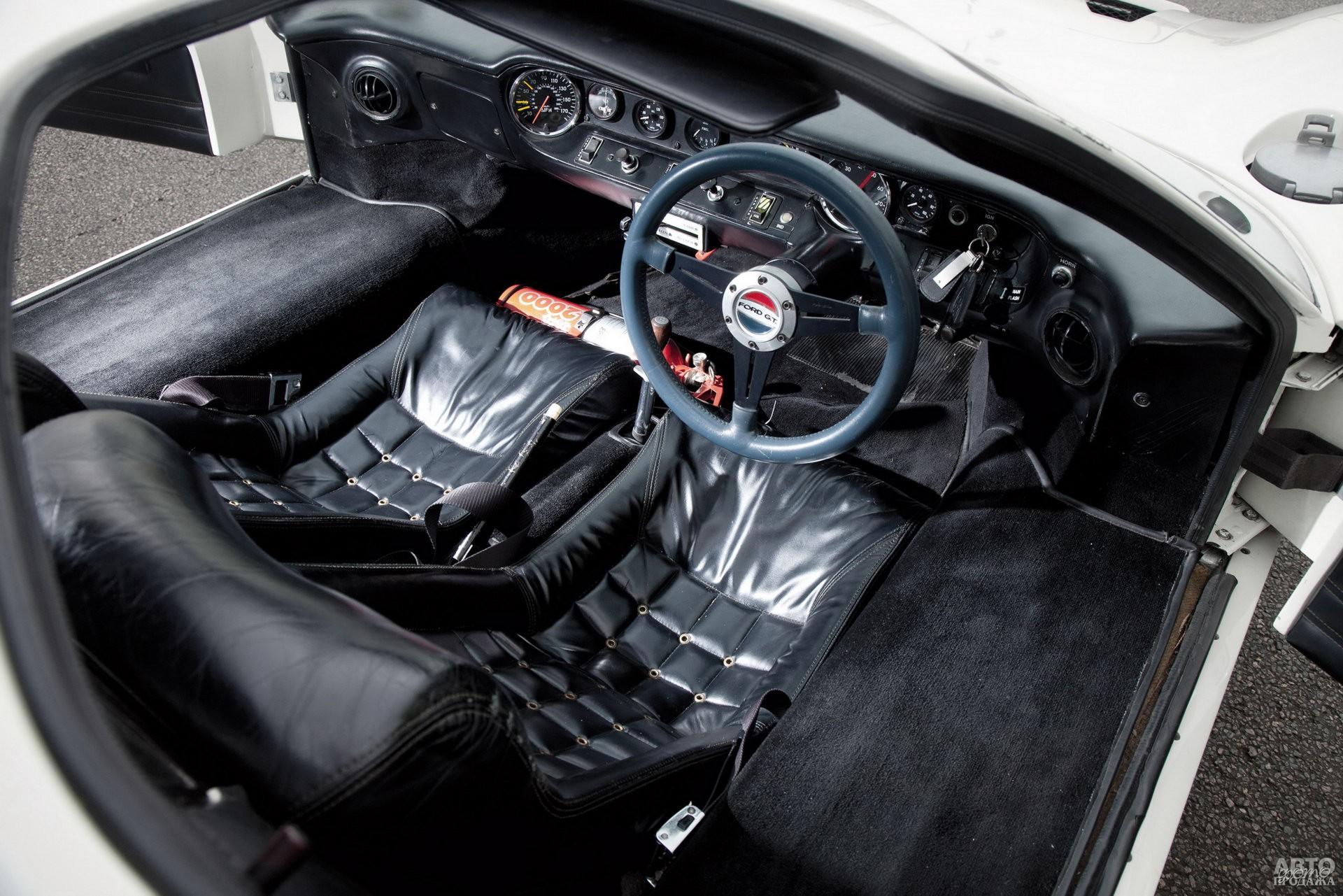 Салон GT40 MkIII отличался улучшенной отделкой, наличием отопителя и радио